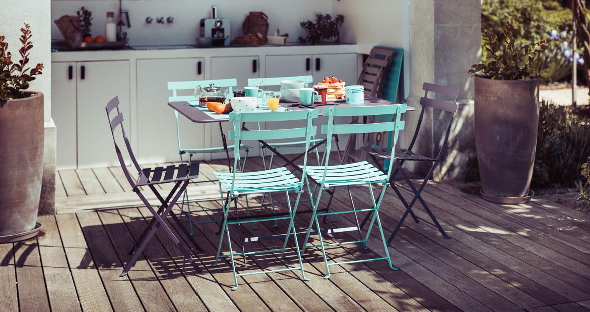 aménager son patio mobilier de jardin mobilier metal fermob